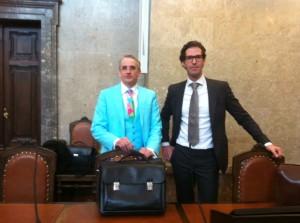 Bunte Vögel und Rückendecker - Anwälte Dr. Dohr und Dr. Scherbaum (von links)